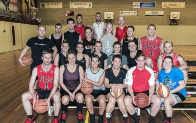 Basketballers Silvertown Lions krabbelen op